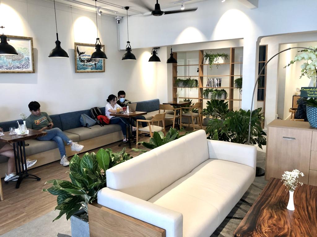 文具カフェ Bungu Cafe by PLUS 1階テーブル席