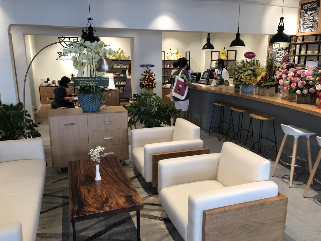文具カフェ Bungu Cafe by PLUS 1階カウンター席