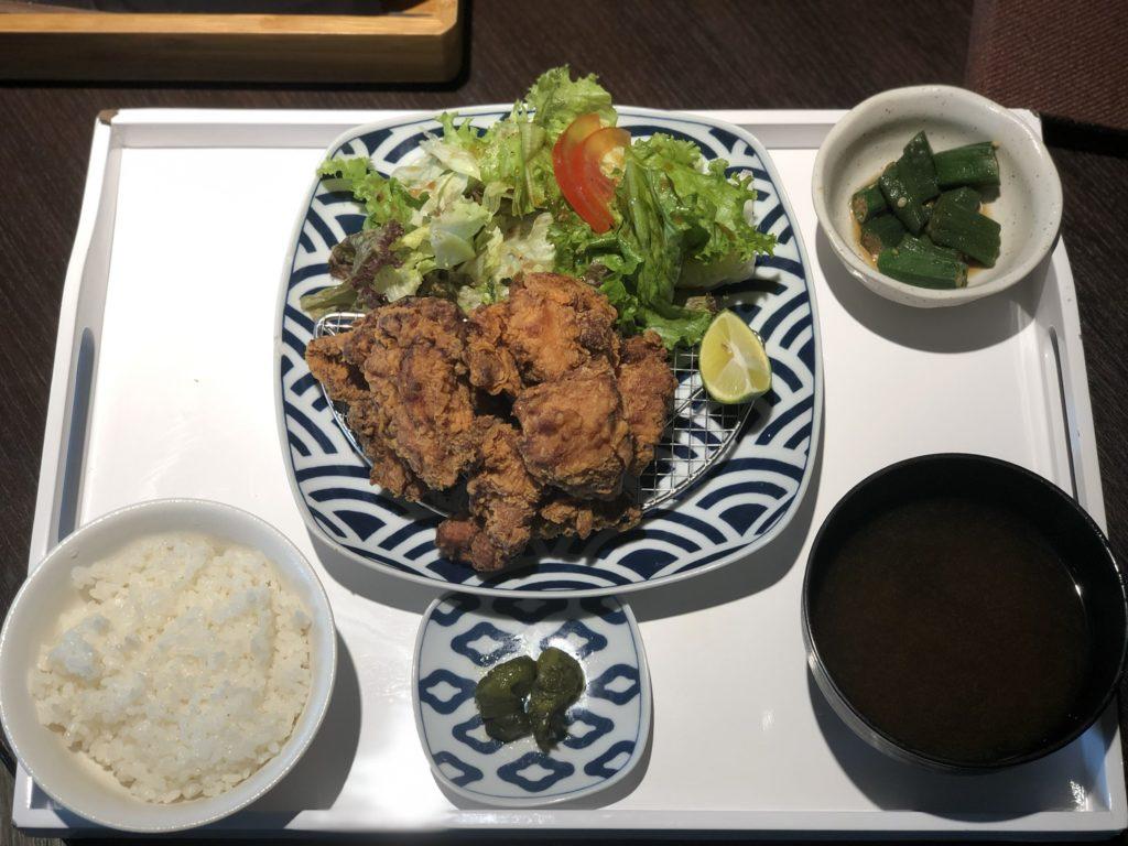 The Diningの唐揚げ定食